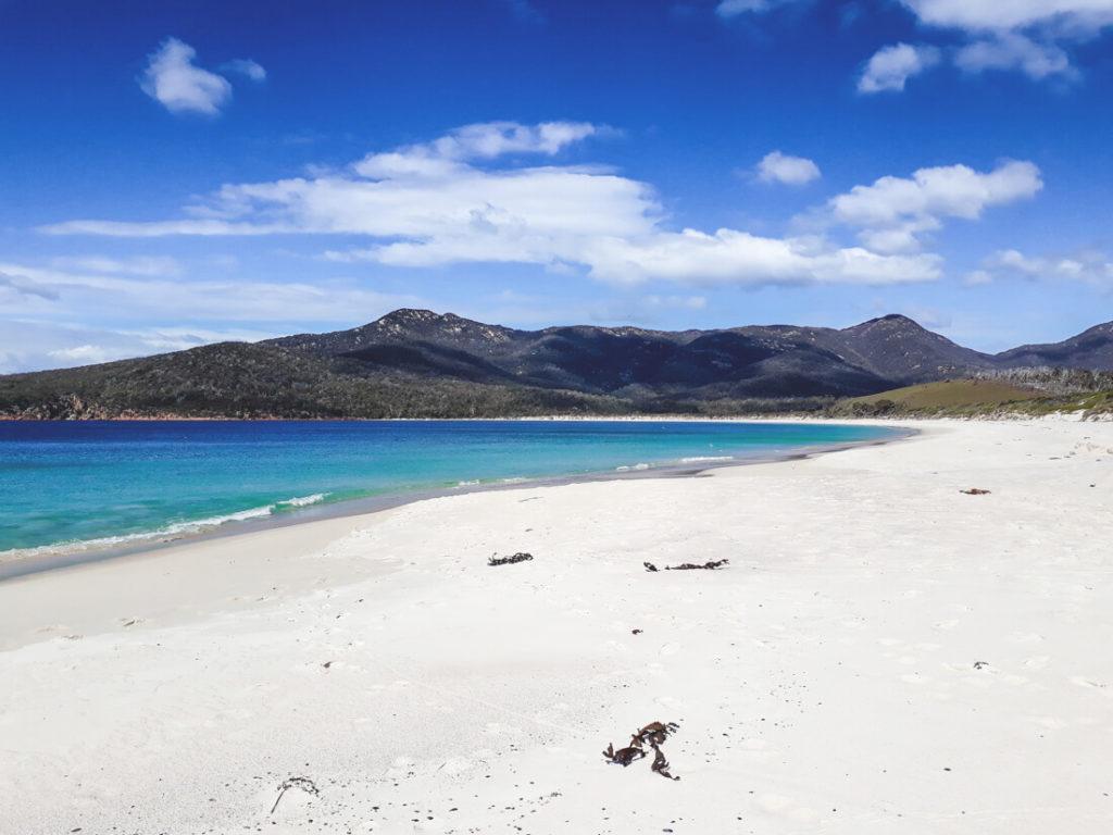 Tasmanien-Sehenswuerdigkeiten-Halbinsel-Freycinet-Strand