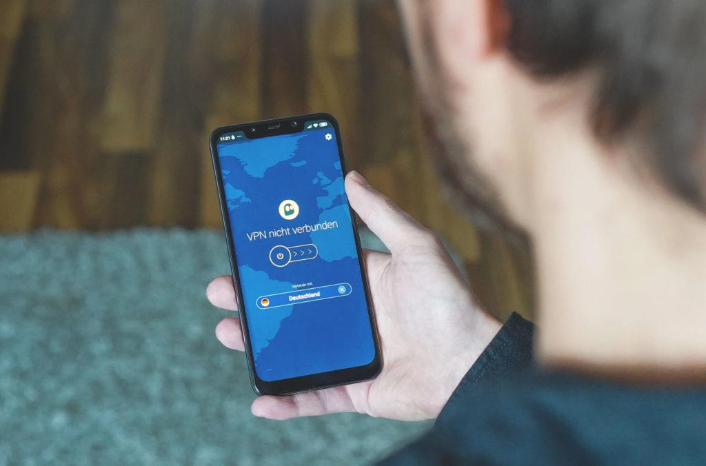 VPN-Reisen-CyberGhost-Smartphone