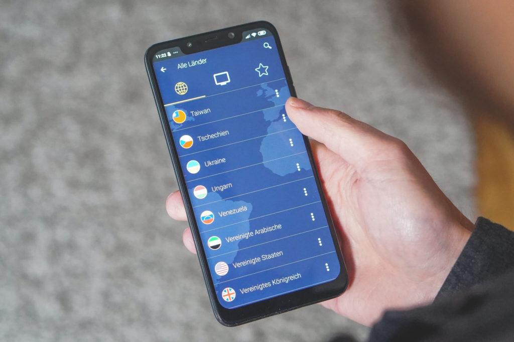 VPN-Reisen-CyberGhost-Smartphone-2