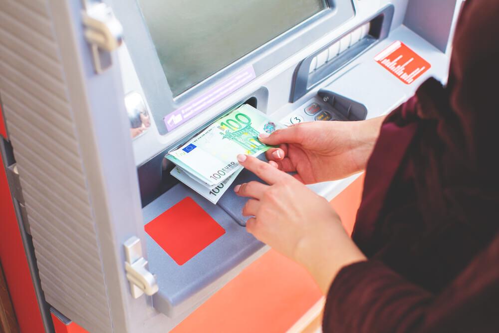 Waehrung-Portugal-Kreditkarte-Geldabheben-Geldautomat