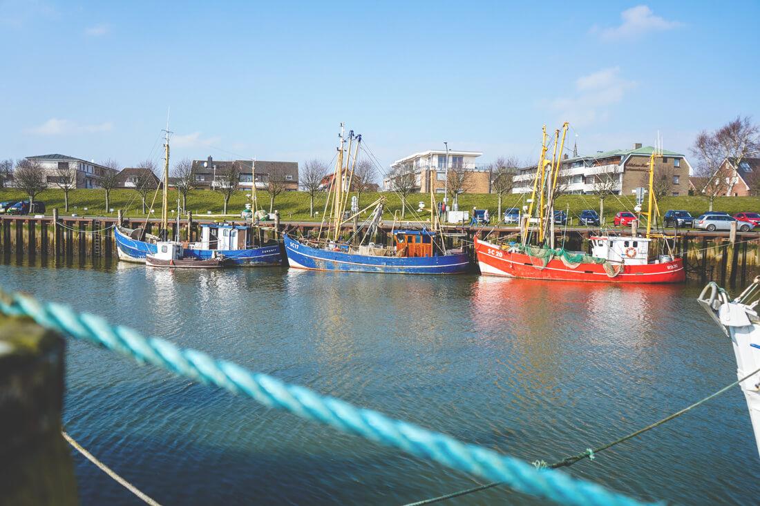 Buesum-Nordsee-Hafen-Schiffe-Boote