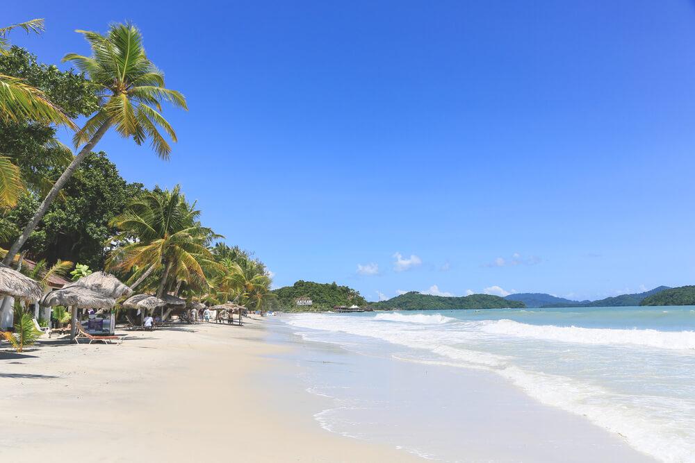 Am Strand Cenang auf Langkawi