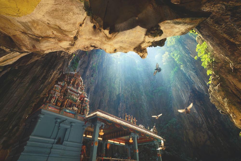 Tempel im Inneren der Höhlen der Batu Caves