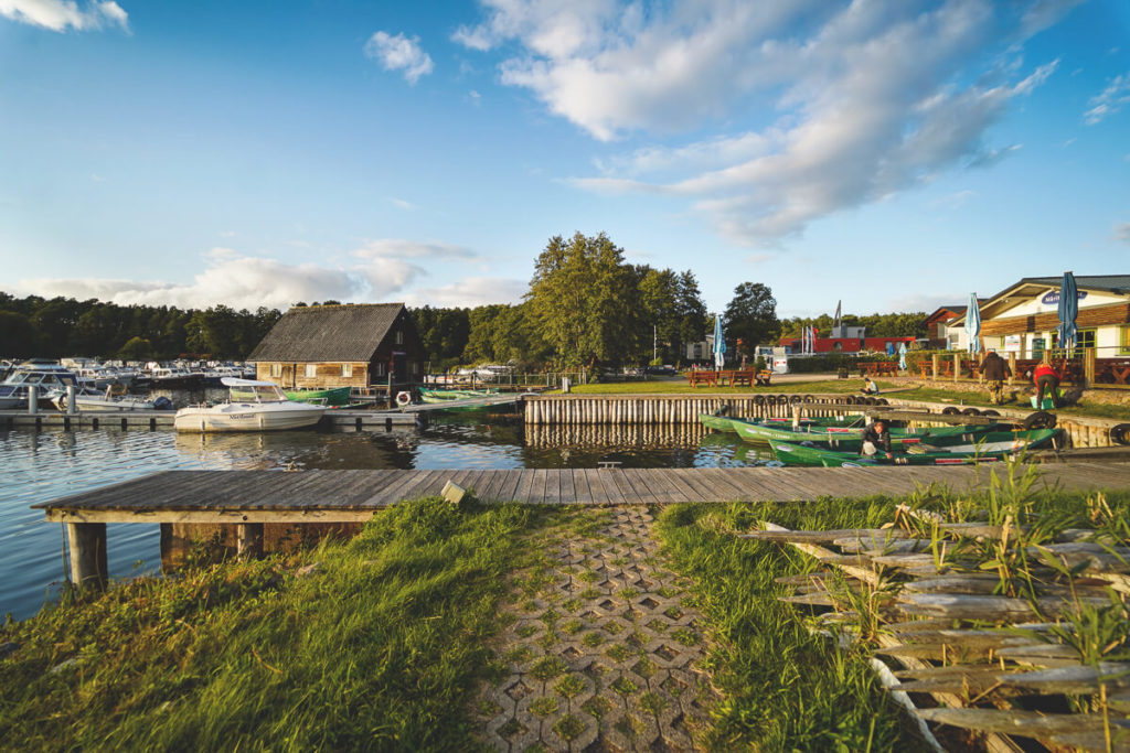 Deutschland-Urlaub-Mecklenburgische-Seenplatte-Hausboot