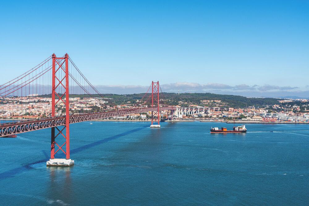 Lissabon-Sehenswuerdigkeiten-Ponte-25-de-abril