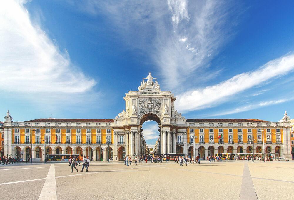 Lissabon-Sehenswuerdigkeiten-zentraler-Platz
