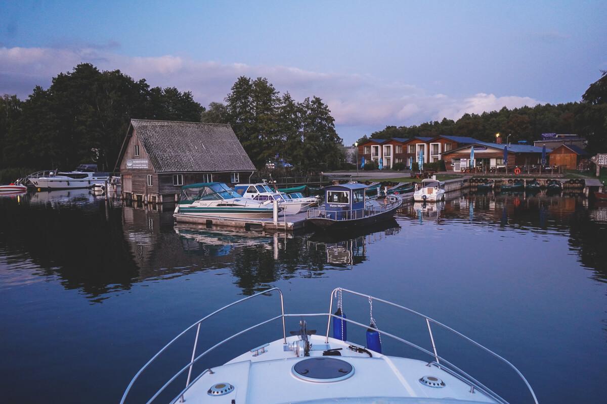Marina-Eldenburg-Yachthafen-Abend