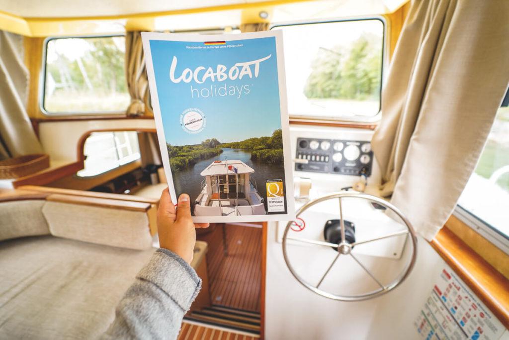 Mecklenburgische-Seenplatte-Locaboat-Hausboot-Salon