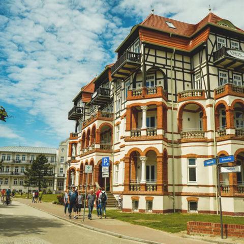 Baederarchitektur-Ostsee-Villa-Strand