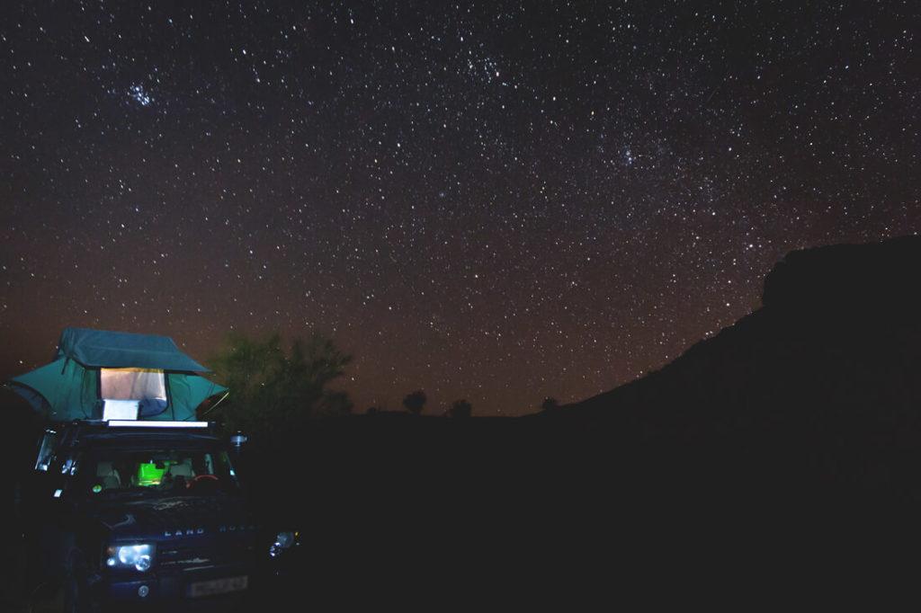 Camping Roadtrip durch Tunesien Dachzelt Wueste Sternenhimmel