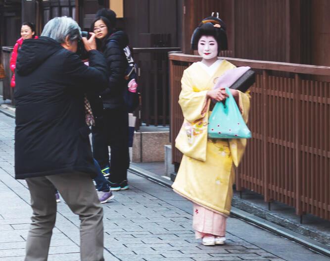 Japan-Rundreise-Kyoto-Maiko-Pagode-Geisha