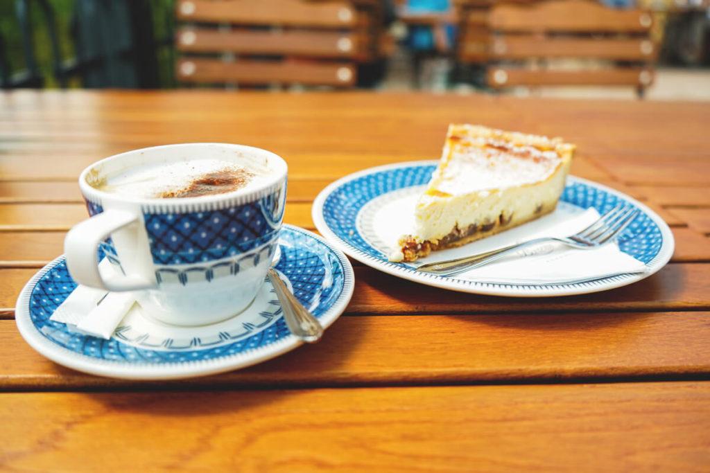 Kaffeepause-Kuchen-Forellenhof-Buhlbach