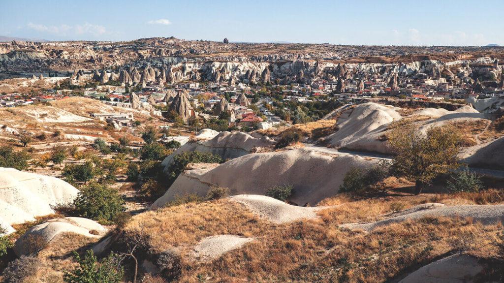 Die Landschaft von Göreme in Kappadokien