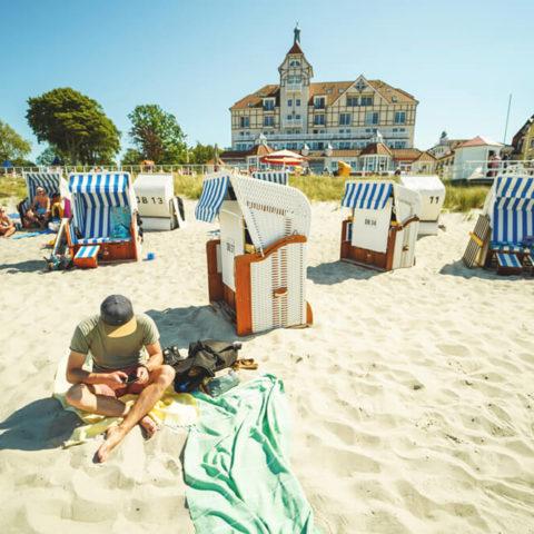 Ostseebad-Kuehlungsborn-Strand-Strandkorb