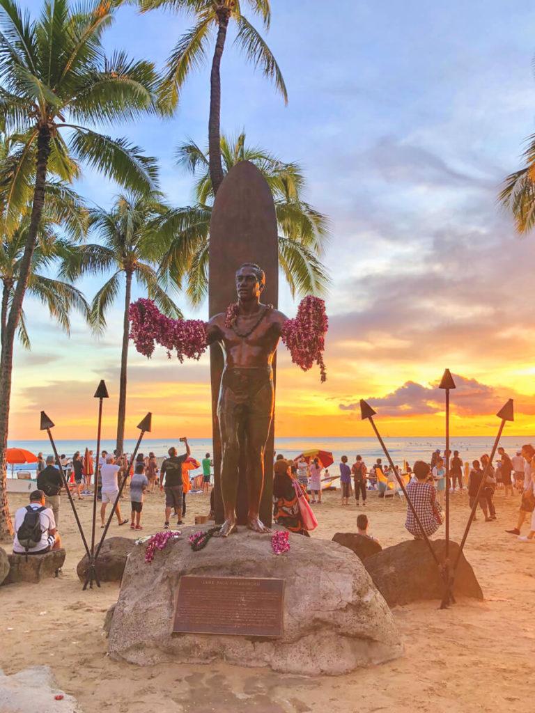 Hawaii-Highlights-Honolulu-Waikiki-Duke-Surf