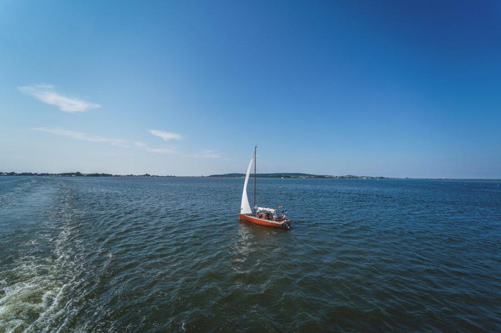 Insel-Hiddensee-Anreise-Faehre-Segelboot
