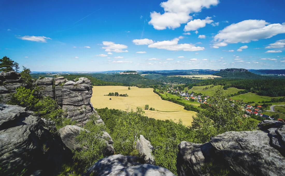 Aussicht-Pfaffensetin-Saechsische-Schweiz-Felsen