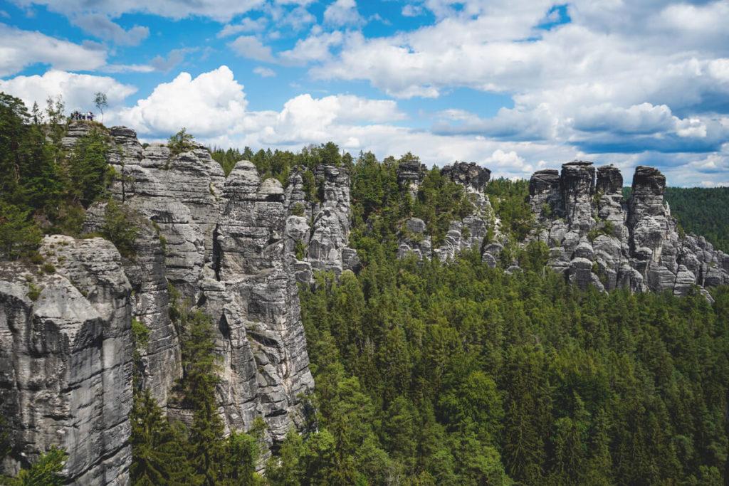 Bastei-Basteibruecke-Saechsische-Schweiz-Felsen-Aussicht