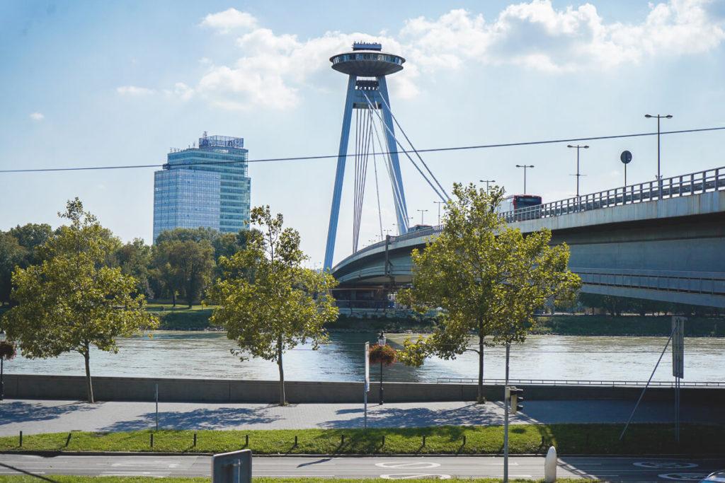 Bratislava-Sehenswuerdigkeiten-UFO-Aussichtsplattform-Bruecke