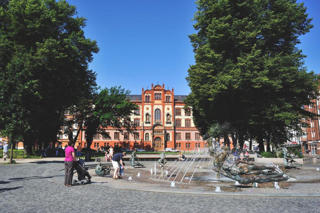 Rostock Sehenswürdigkeiten  Uniplatz Pornobrunnen