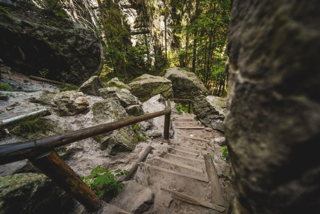 Schwedenlöcher Wanderung Abstieg Stufen
