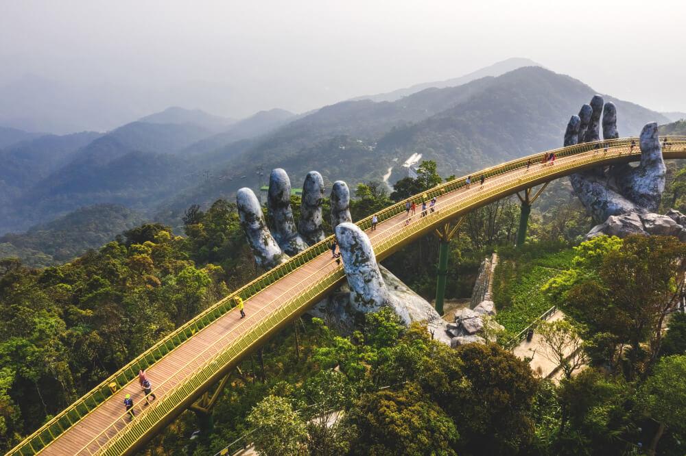 Vietnam-Sehenswuerdigkeiten-Goldene-Bruecke