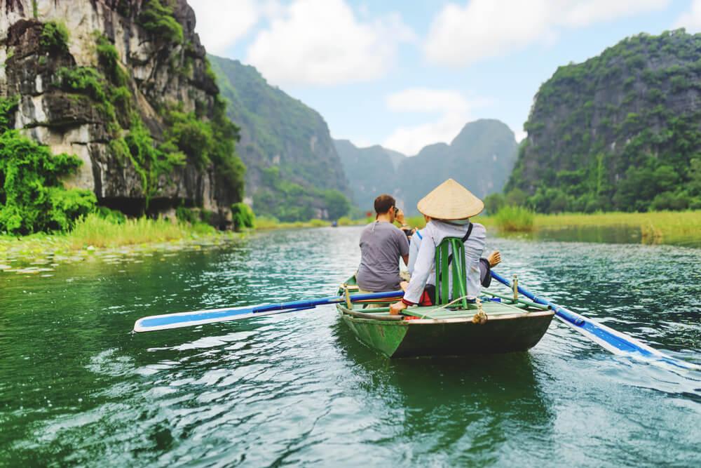 Vietnam-Sehenswuerdigkeiten-Ninh-Binh-Fluss