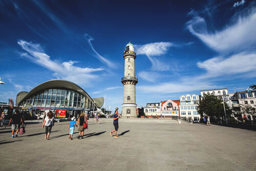 Warnemuende-Leuchtturm-Rostock-Ausflugsziele
