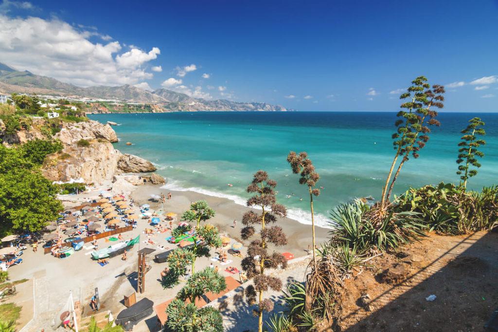 Andalusien-Sehenswuerdigkeiten-Nerja-Costa-Del-Sol-Strand