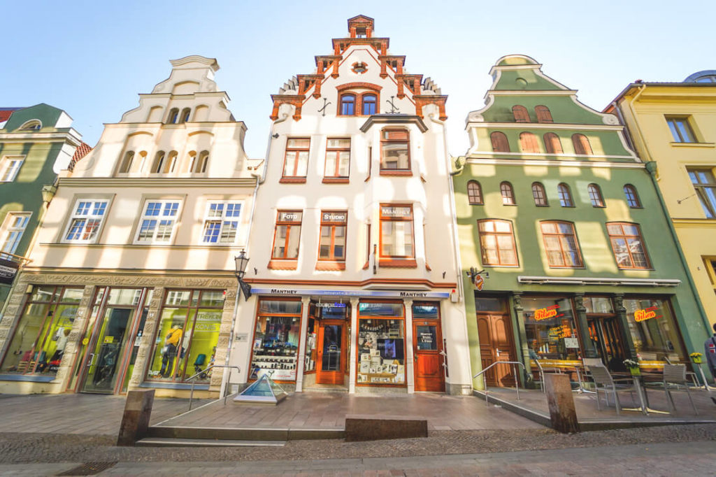 Wismar-Highlights-Altstadt-Kraemerstrasse-Haeuser