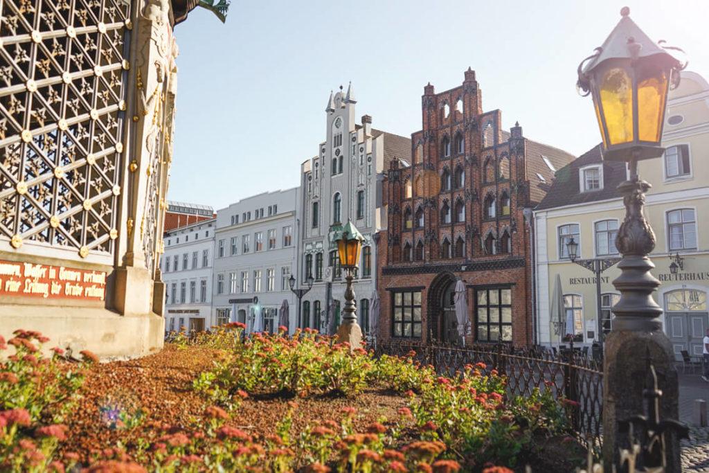 Wismar-Highlights-Wasserkunst-Brunnen-Marktplatz