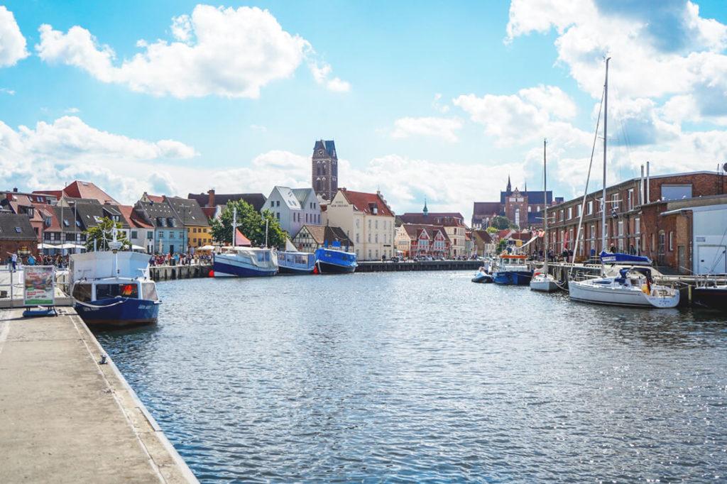 Wismar-Sehenswuerdigkeiten-Alter-Hafen-Panorama