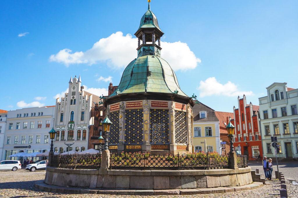 Wismar Sehenswürdigkeiten Marktplatz Wasserkunst Brunnen