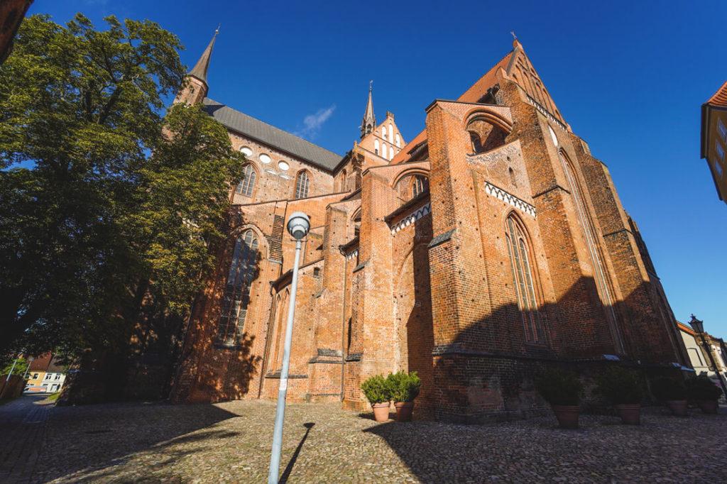 Wismar-Sehenswuerdigkeiten-St-Georgen-Aussenansicht