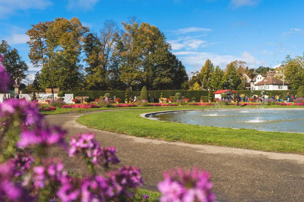 Ludwigsburg-Residenzschloss-Bluehendes-Barock-Garten-1