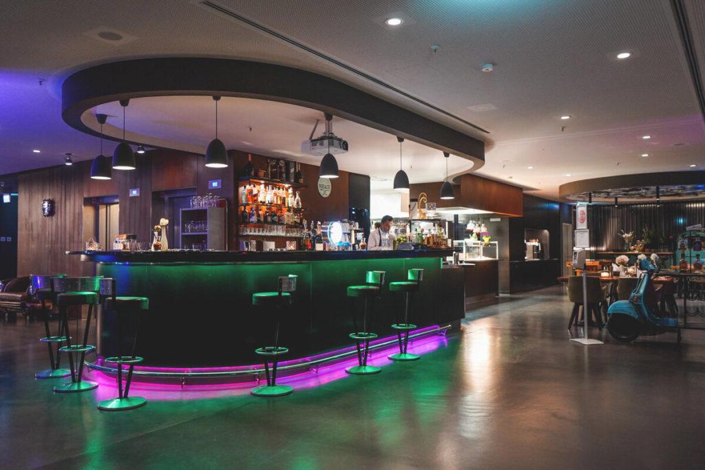 V8-Hotel-Motorworld-Boeblingen-Bar