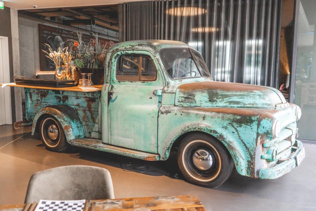 V8-Hotel-Motorworld-Restaurant-Pickup-Vintage