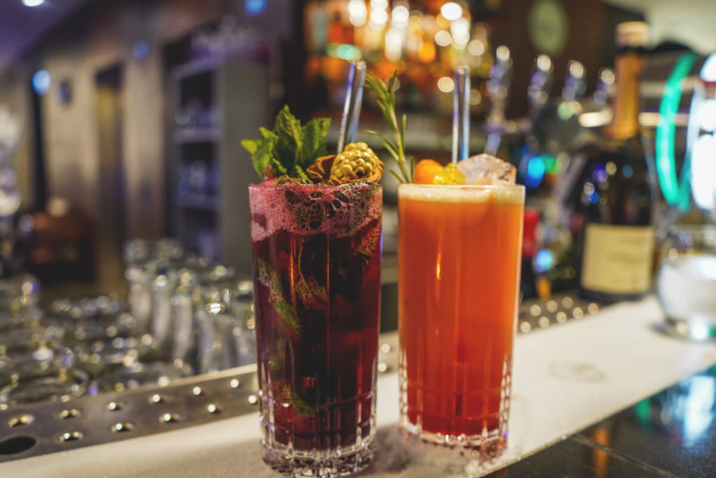 V8-Hotel-Motorworld-Stuttgart-Cocktails-Bar