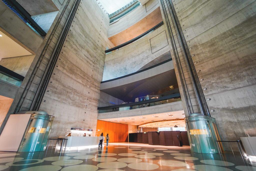 Wochenende-in-Stuttgart-Tipps-Mercedes-Benz-Museum-Eingang-Atrium