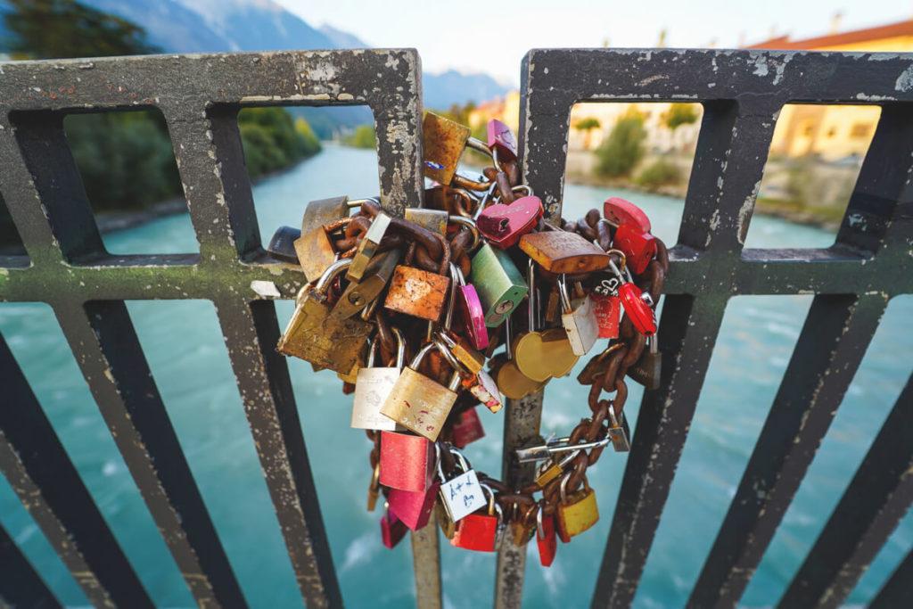 Innsbruck-Tipps-Sehenswuerdigkeiten-Innbruecke-Liebe