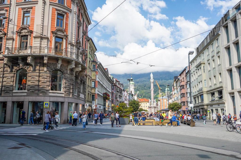 Innsbruck-Tipps-Sehenswuerdigkeiten-Maria-Theresien-Strasse