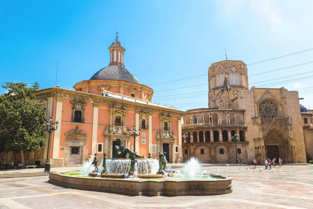 Platz-der-heiligen-Maria-Valencia-Brunnen