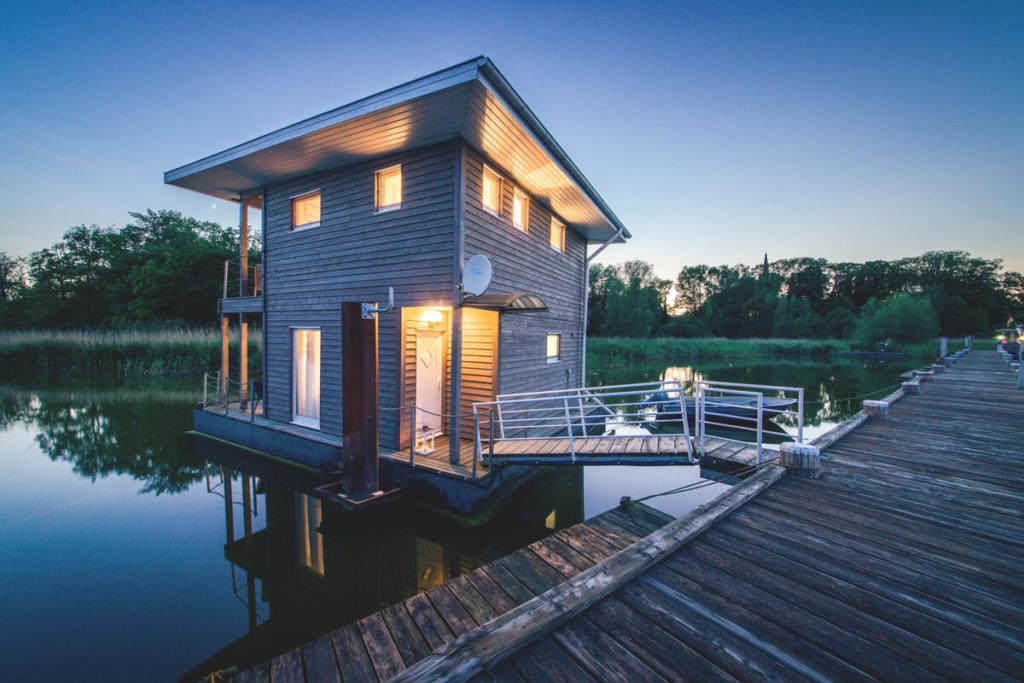 Naturhafen-Krummin-Schwimmende-Suiten-Ferienhaus-Insel-Usedom-NEU