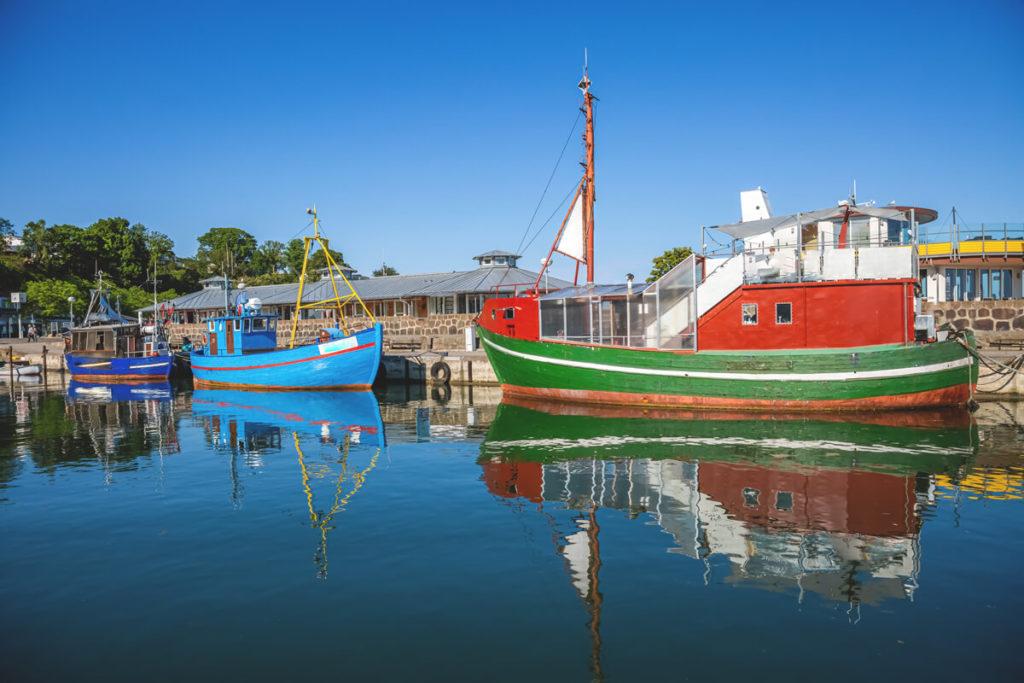 Sehenswuerdigkeiten-Ruegen-Sassnitz-Hafen-Boote