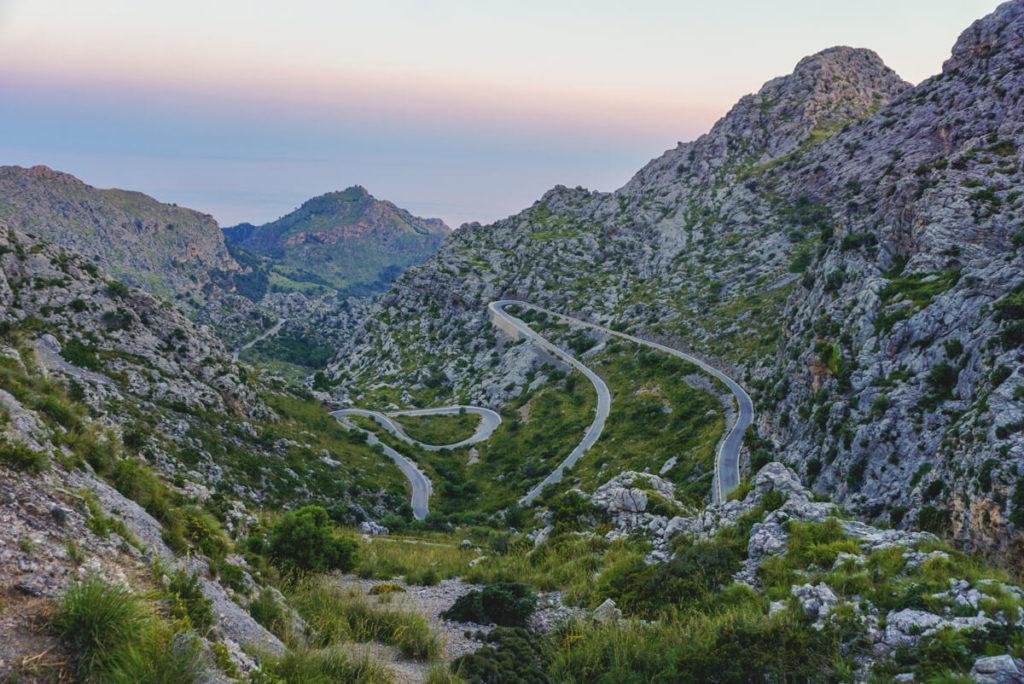 Mallorca-Serpentinenstrasse-sa-calobra-Berge