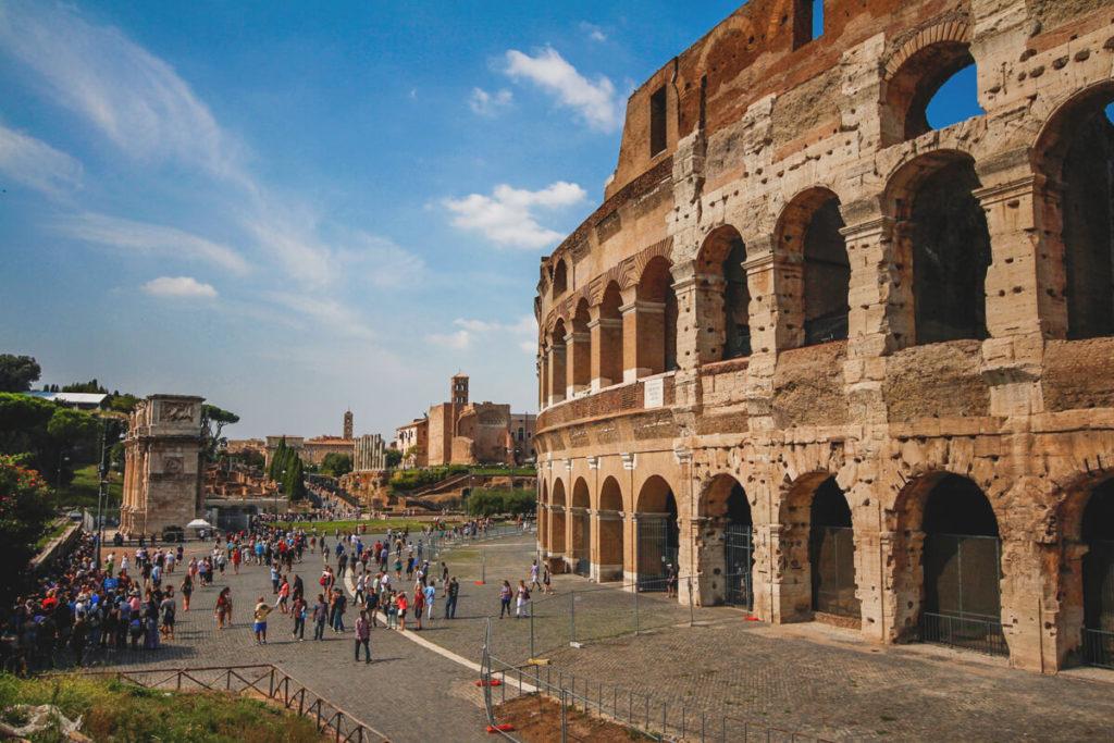 Rom-Sehenswuerdigkeiten-Kolosseum-Aussenansicht-1