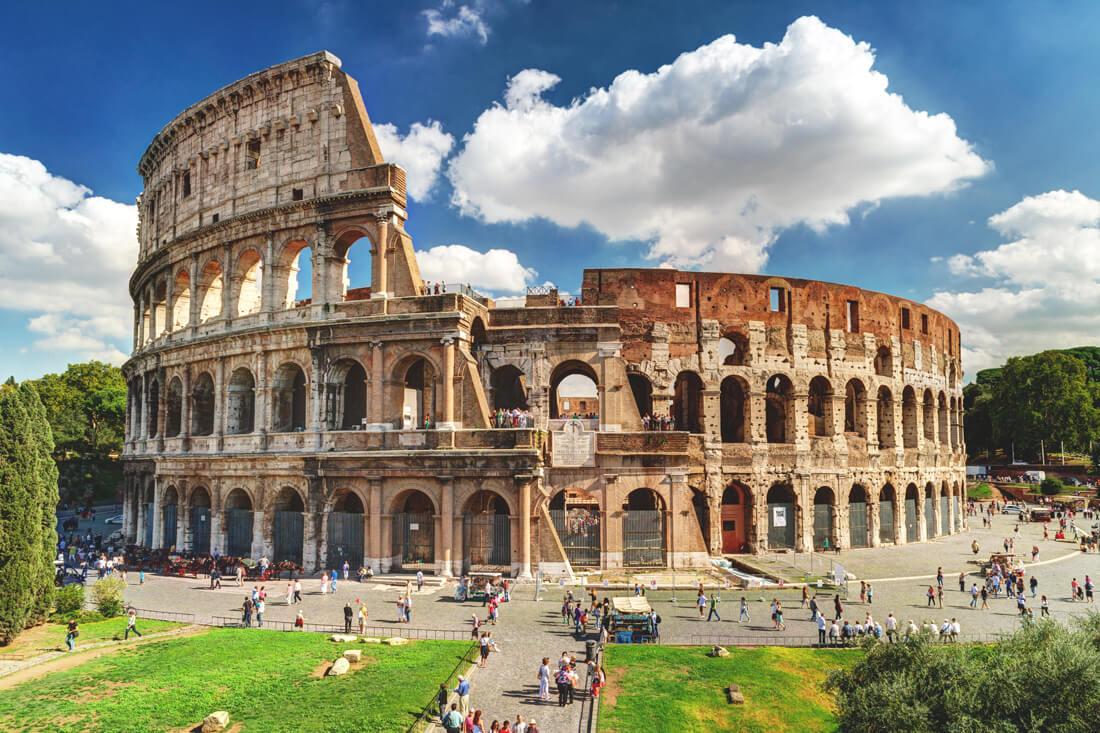 Rom-Sehenswuerdigkeiten-Kolosseum-Aussenansicht