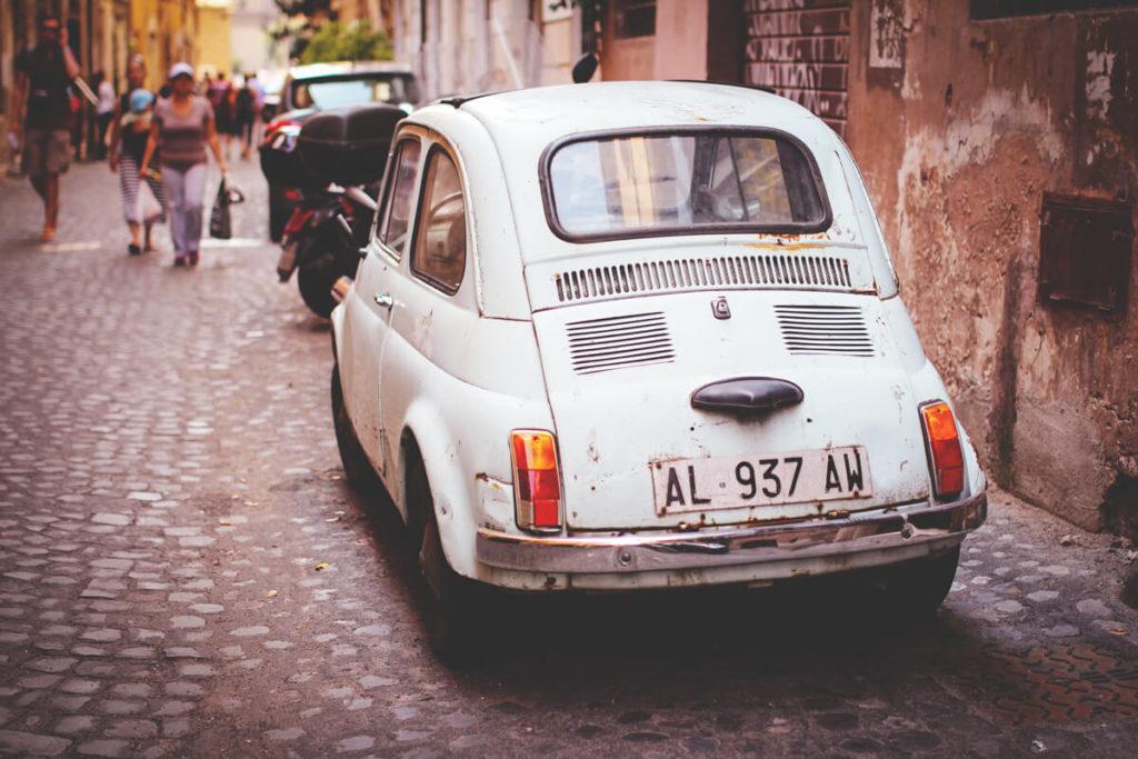Italien Altstadt Gassen Auto