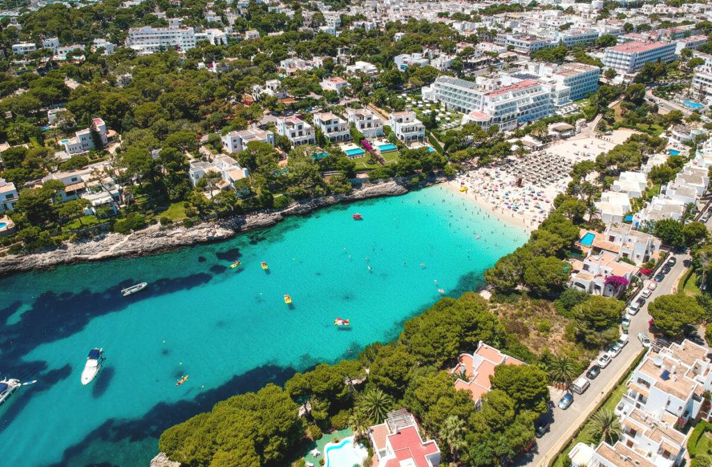 Strand-Mallorca-Cala-Dor-Drohnenaufnahme
