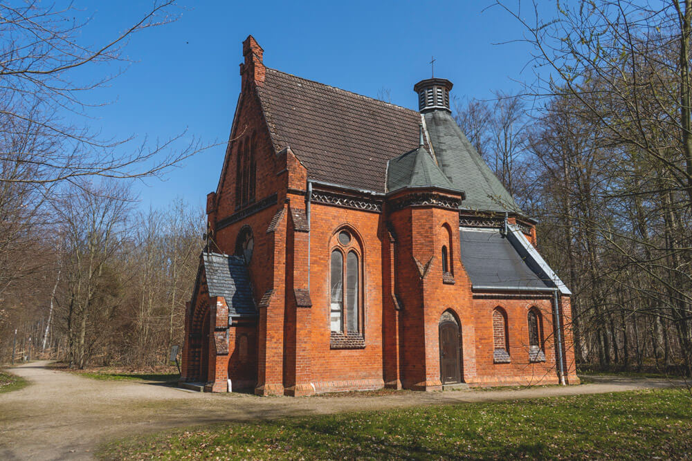 Ostseebad-Heiligendamm-Sehenswuerdigkeiten-Waldkapelle-Kirche